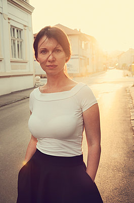 Portrait of a beautiful woman at sunset - p577m1589705 by Mihaela Ninic