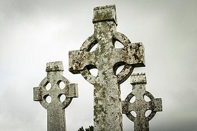 Keltische Grabsteine - p815m1503499 von Erdmenger