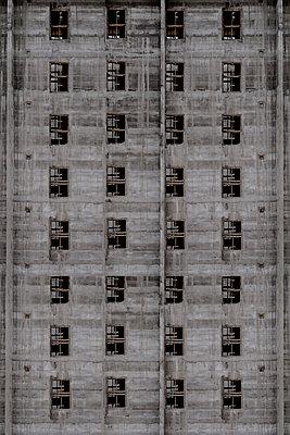 Tower block - p1228m1162601 by Benjamin Harte