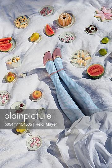Süßes Picknick - p954m1154505 von Heidi Mayer