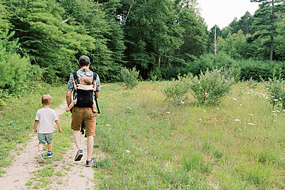 A young family and their dog on a nature walk. - p1166m2151854 by Cavan Images