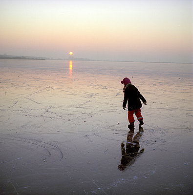Twilight in winter - p2280631 by photocake.de