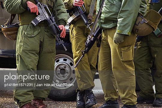 Soldaten in Hebron - p1418m1571231 von Jan Håkan Dahlström