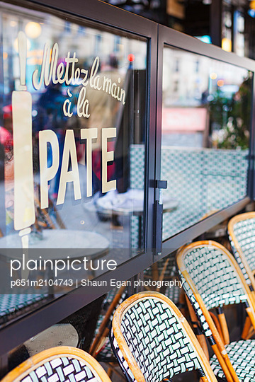 France, Paris, Latin district, exterior of cafe - p651m2104743 by Shaun Egan photography