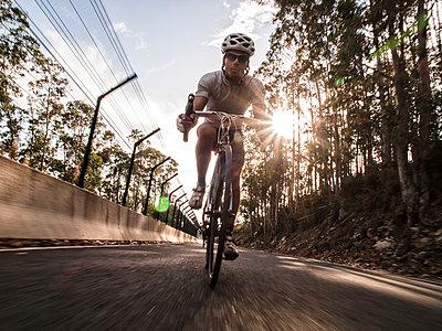 Spain, Ferrol, Cyclist with helmet on teh road - p300m1047421f by Ramon Espelt