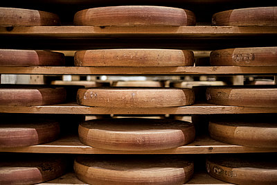 Cheese wheels on a shelf - p445m1496612 by Marie Docher