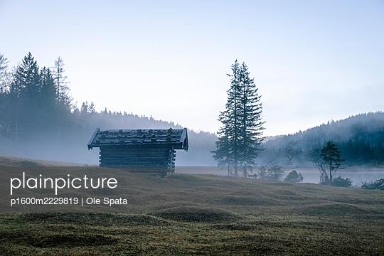 Germany, Bavaria, Karwendel, Cabin in the fog - p1600m2229819 by Ole Spata