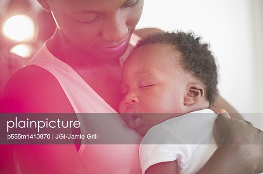 Black mother holding sleeping son - p555m1413870 by JGI/Jamie Grill