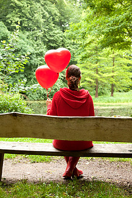 Waiting for love - p382m670080 by Anna Matzen