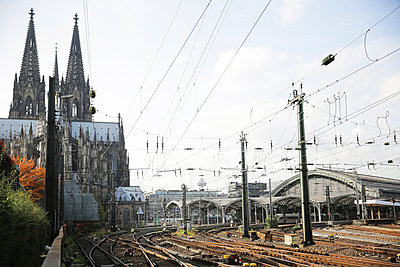 view to Cologne Cathedral and central station - p300m884845 by Jan Tepass