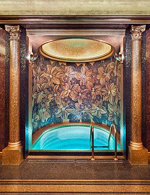 Schwimmbad in einer Luxusvilla - p390m1115638 von Frank Herfort